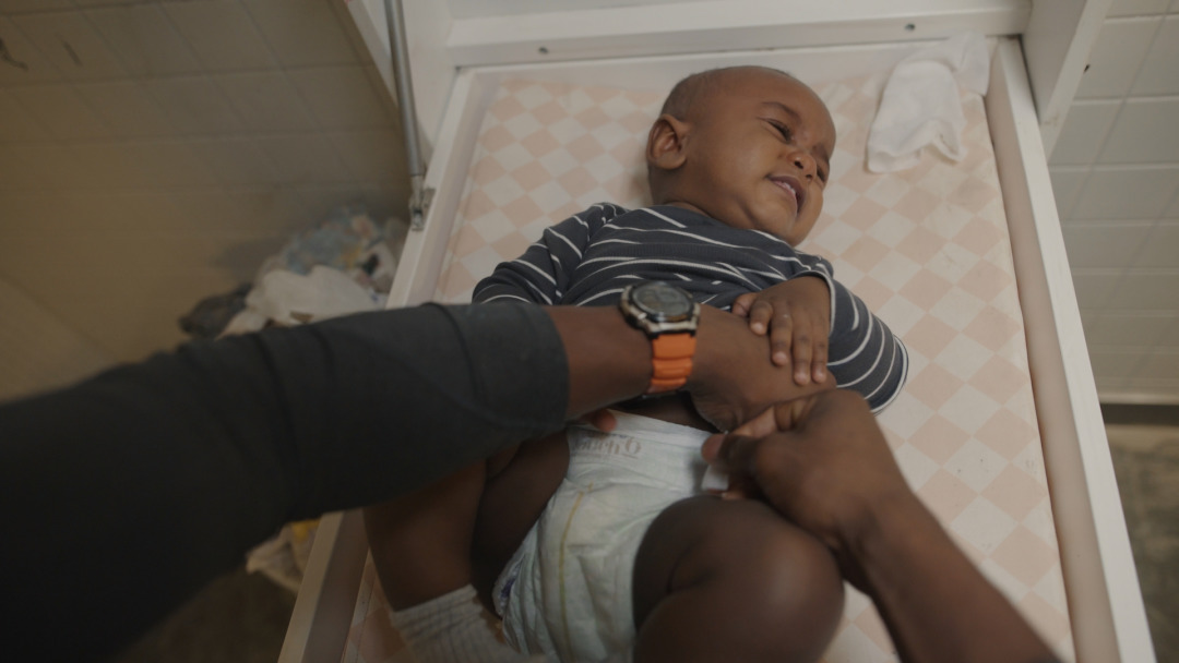 Baby diaper change-Still_1.12.1.jpg