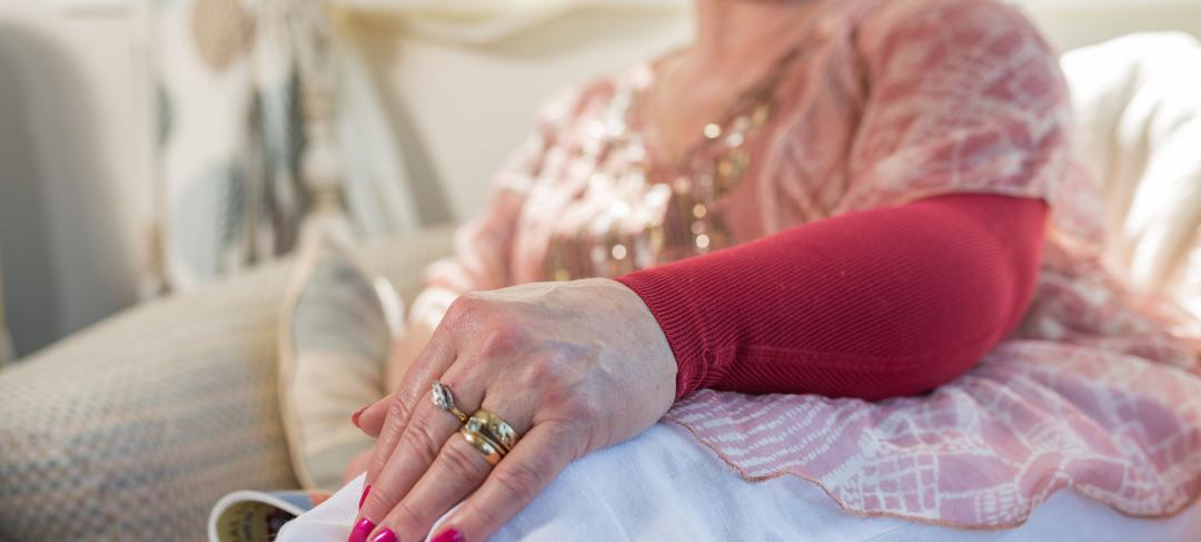 MarriedWoman-Wearing-compression-garment-2880x1300.jpg