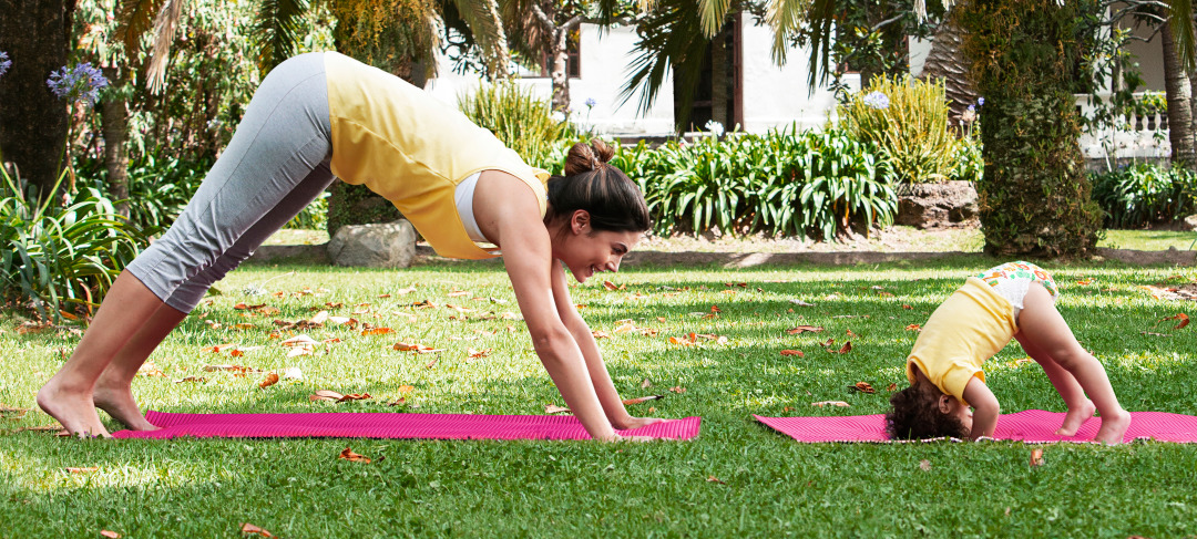 Mom-and-child-doing-yoga-Pequenine-BabyPants2880x1300.jpg